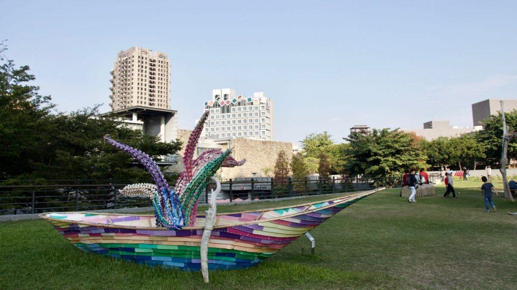 installazione artistica a forma di barca, Taichung